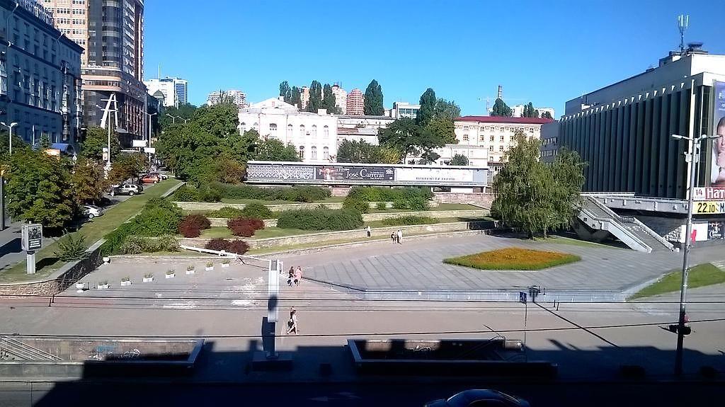 Apartment - Dvorets Ukraina Apartment in Kiev (Ukraine ...